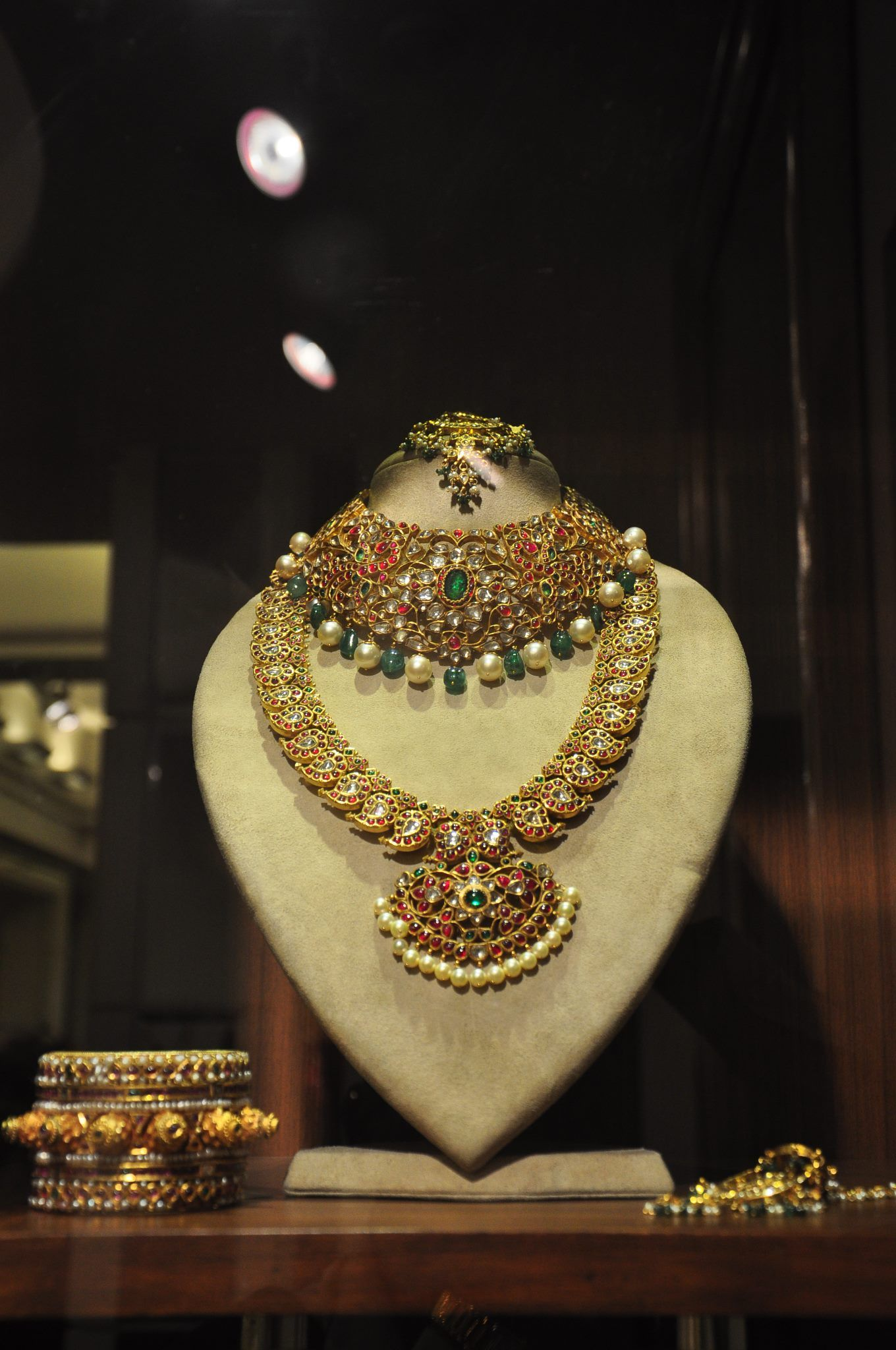 Old World Charm for the Modern Diva. Temple jewellery. Indian bridal fashion. Pearl and gold mango design necklace.