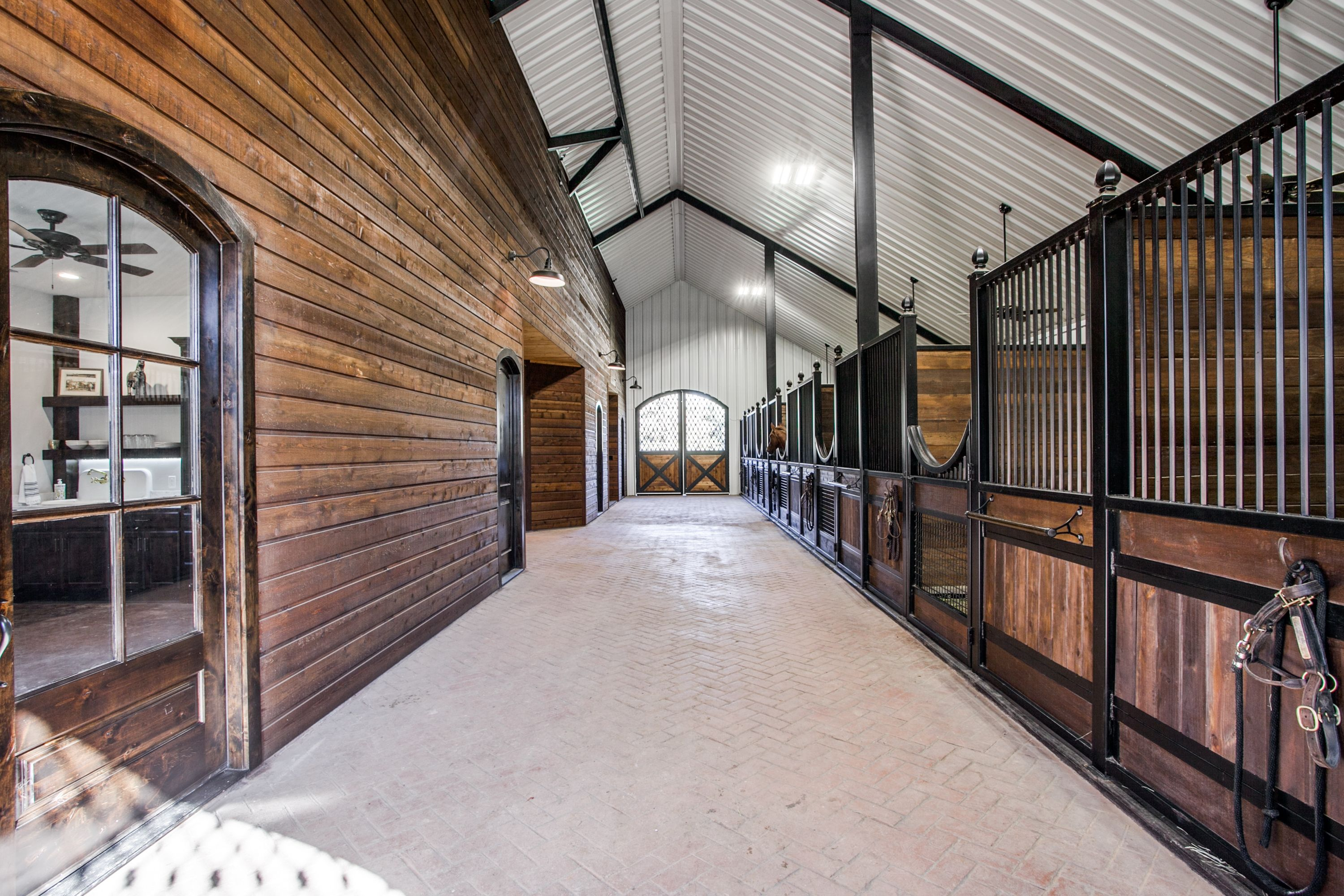 The Most Luxurious Horse Barns You Won't Believe Exist ...