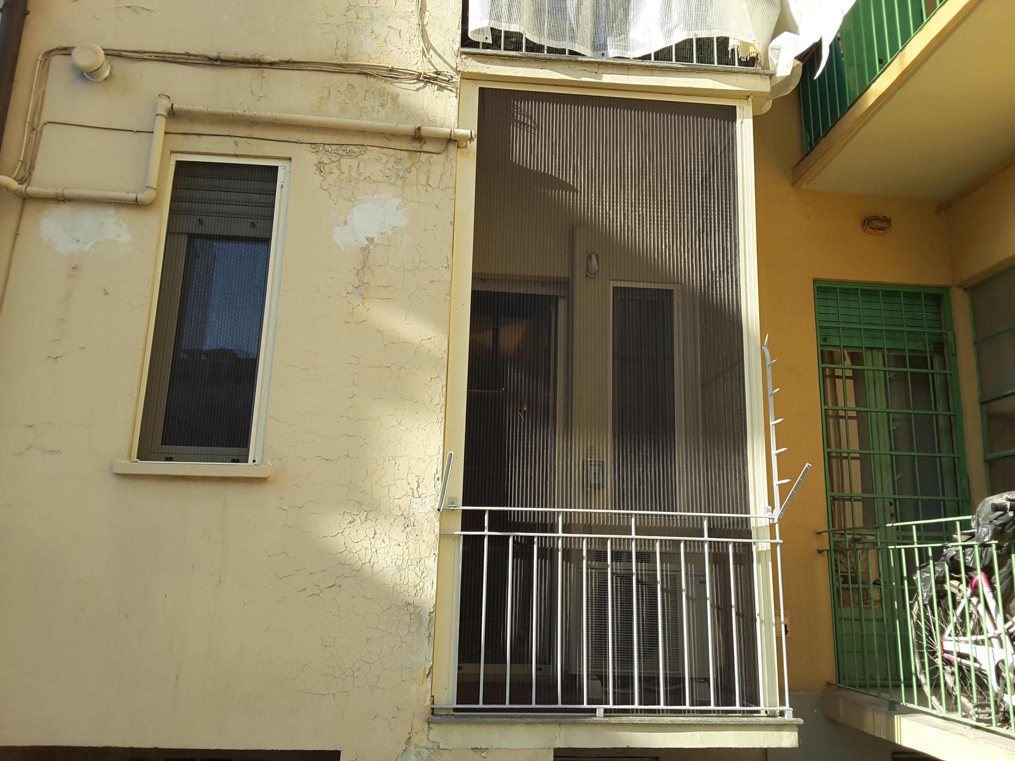 Zanzariera plissettate per chiusure di balconi.