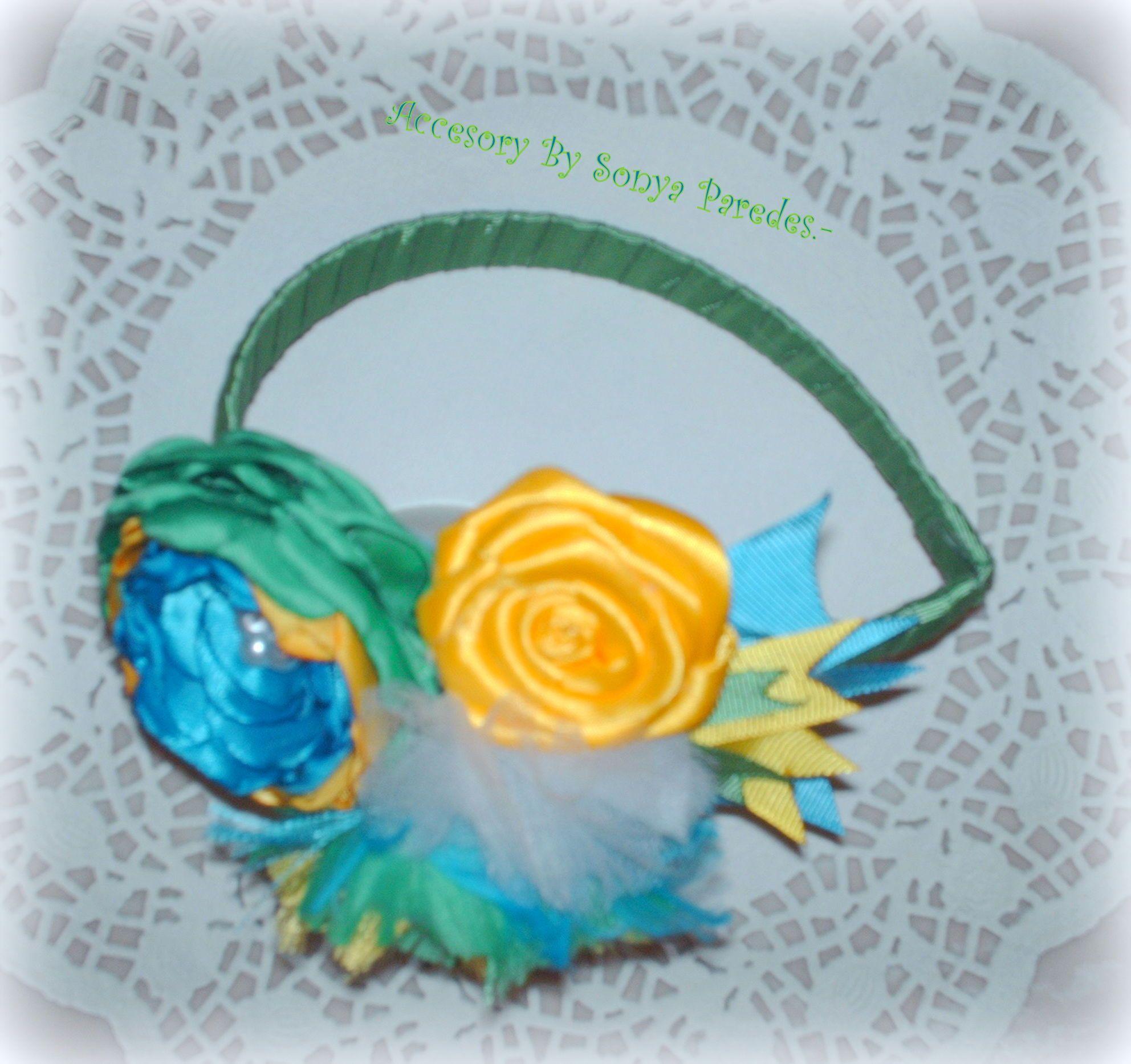 Bello y Hermoso Cintillo en Verde, Amarillo y Azul.- Accesory By Sonya Paredes.-