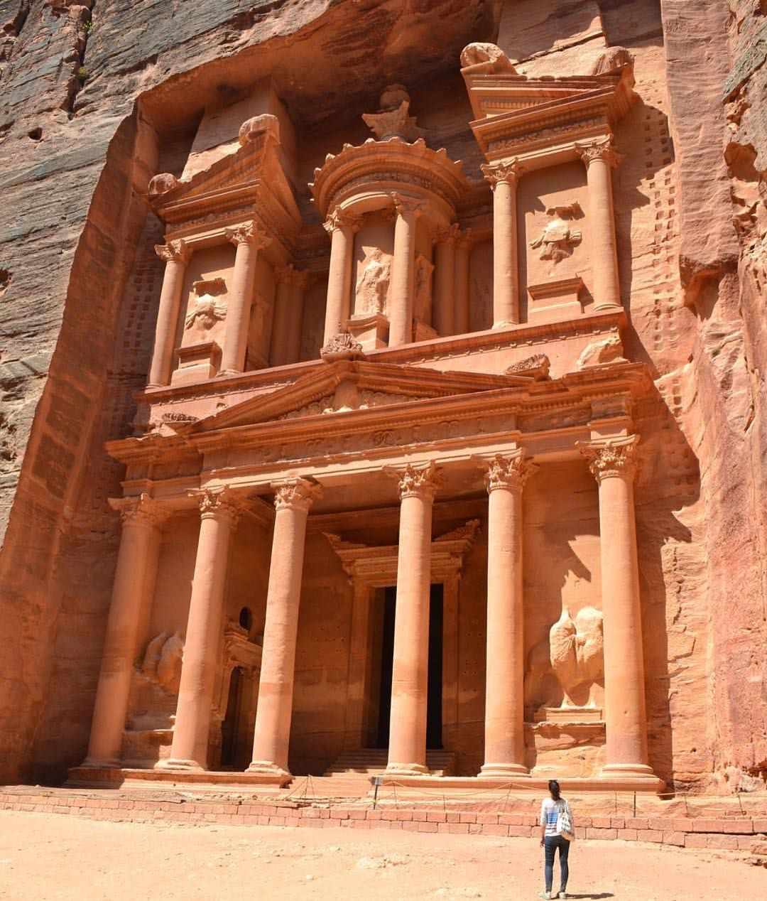 Beyondbabeesh Is Not Lost In Petra Jordan Sheisnotlost Http Ift Tt 2vdxhnt Middle Eastern Travel Jordan Travel Travel