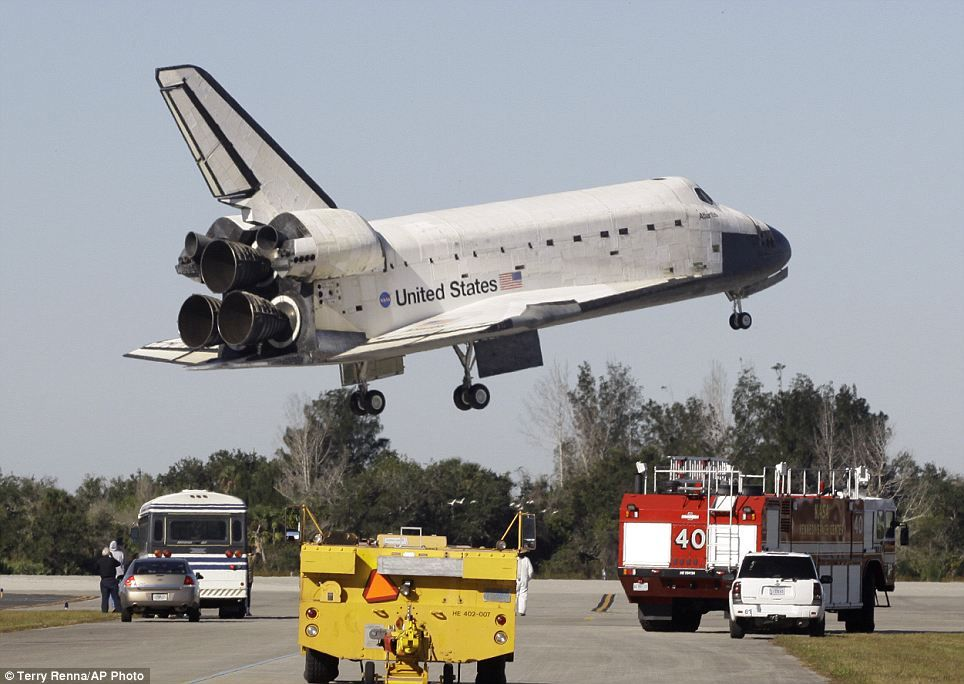We Re Back Space Shuttle Atlantis Glides Safely Back Into Cape