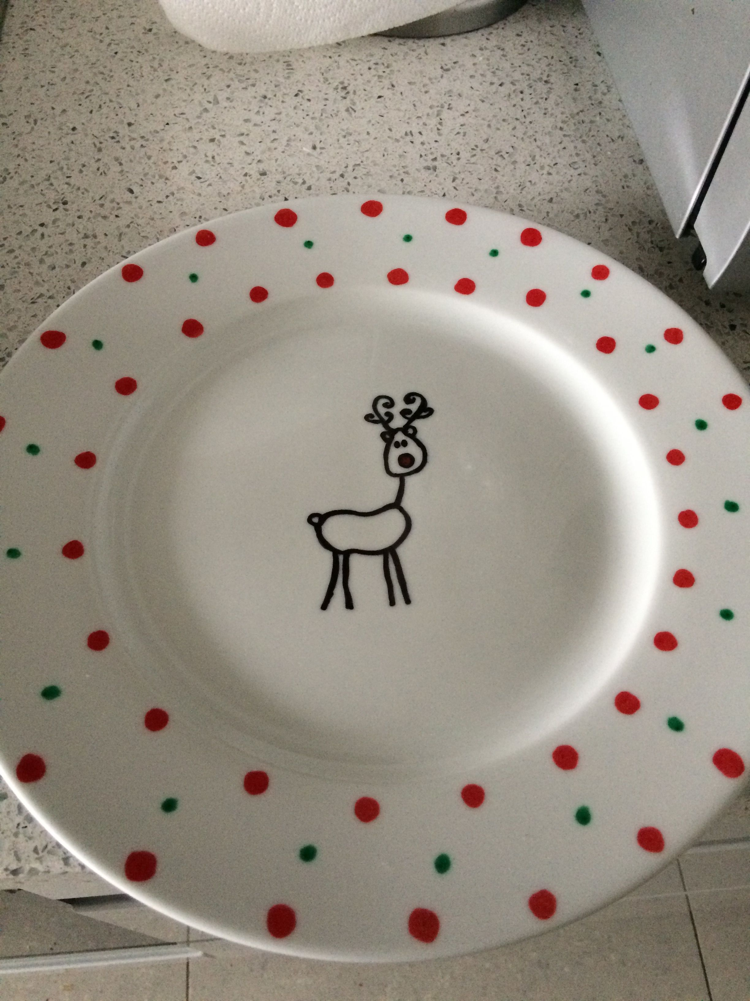 Decorated With Sharpies Dinner Plate Was Only 2 In Asda Took About 10mins Think I Might Make A Cake Stand With It For Chri Plates How To Make Cake Homemade