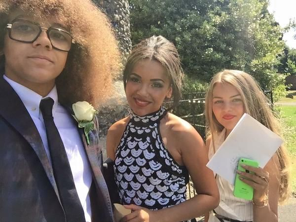 Perri kiely and hes sisters
