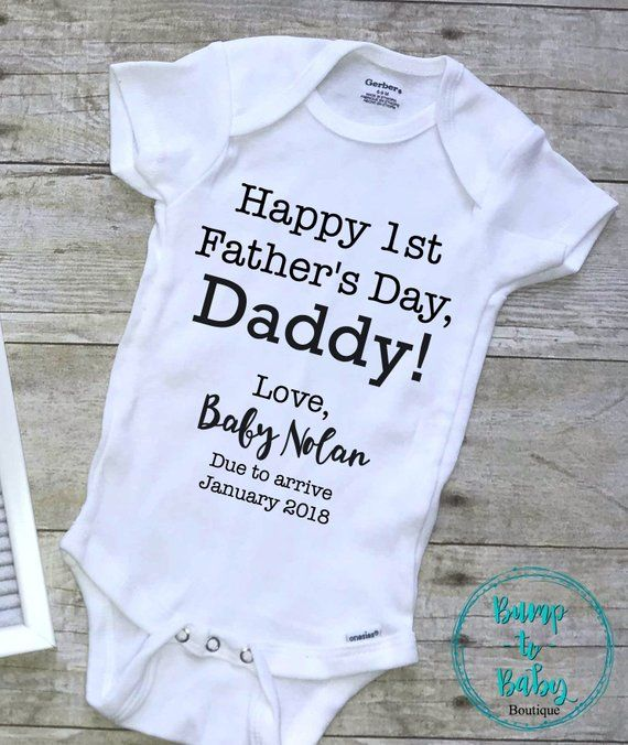 26086540f Fathers Day Pregnancy Announcement Onesie | Happy first fathers day daddy  Onesie Due Date | Fathers