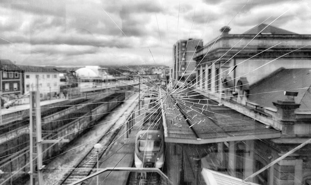 Cristales Rotos Aviles Asturias Places Lugares Building Edificio Train Station Trenes Huawei Mate9 Hu Instagram Instagram Posts Railroad Tracks