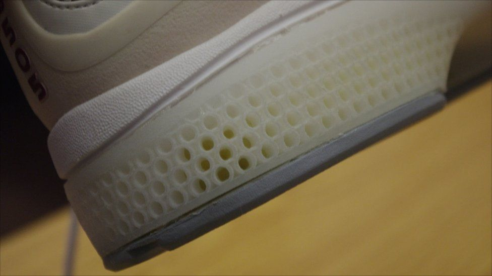 Shoe Sole  _54298922_shoesoleproducedby3dprinting.jpg (976×549)