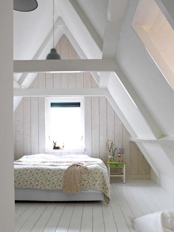 Karwei de muur achter het bed is behandeld met white wash binnenkijker ideevankarwei - Slaapkamer onder het dak ...