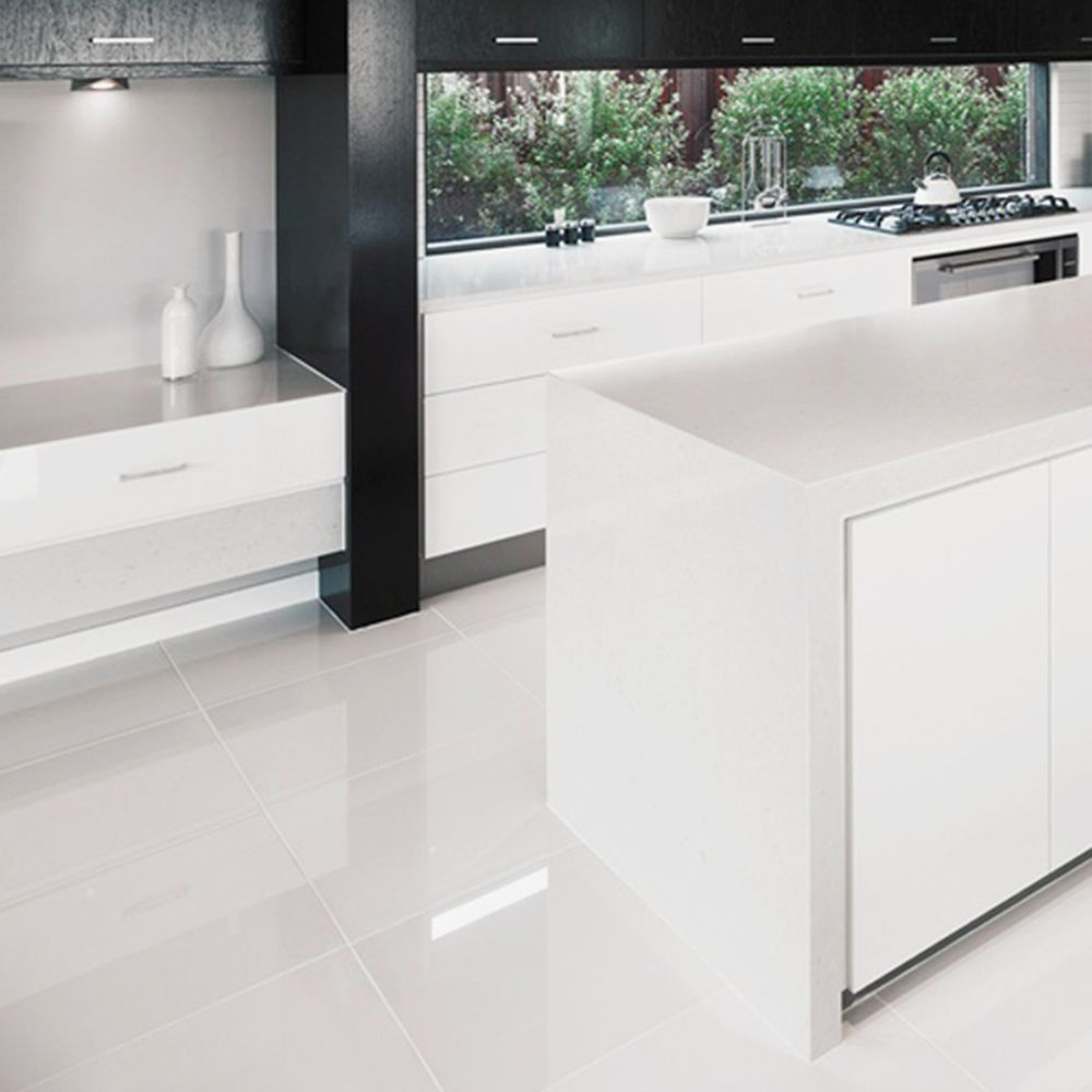 Large White Floor Tiles Https Www Otoseriilan Com In 2020 White Tile Floor White Tile Kitchen Floor White Gloss Kitchen