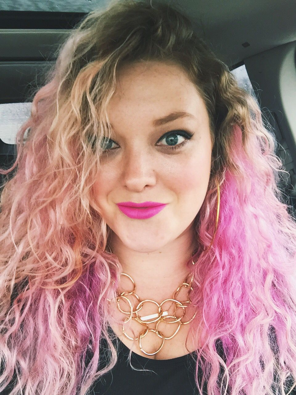 crimped hairstyles chic 80s bold lips makeup