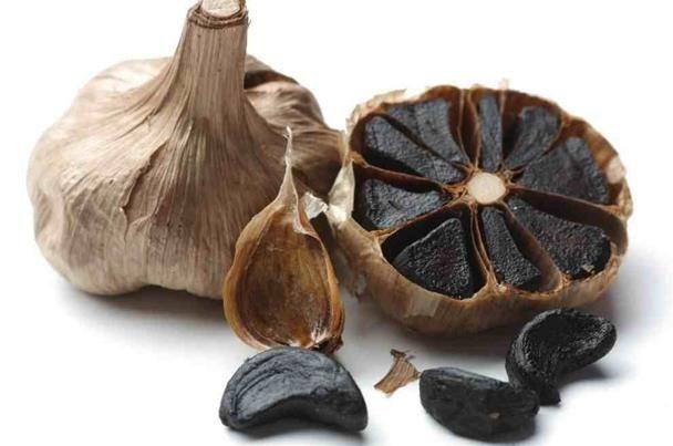 اكتشفي فوائد الثوم الأسود التالف المخم ر Black Garlic Garlic Garlic Recipes