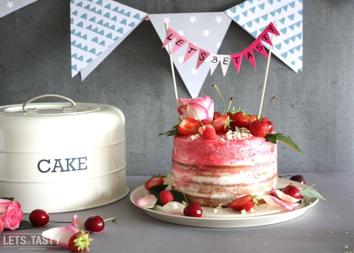 """NAKED HAPPY BIRTHDAY CAKE *** Viele von euch werden Naked Cakes sicherlich kennen. Bei diesen Kuchen geht es darum einen quasi """"nicht perfekten"""" Kuchen zu backen. Von Außen sieht man die Struktur des Kuchens, also die einzelnen, übereinander geschichteten Böden. Im Vergleich zu klassischen, perfekten Torten fehlt hier der Fondant, die Glasur etc., der Kuchen ist quasi """"nackt"""". Meiner Meinung nach sieht so ein Kuchen trotzdem nahezu perfekt ist, mir fehlt es hier an nichts. ***"""