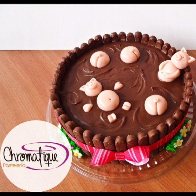 Swimming pigs cake (Torta de marranitos nadando en chocolate) https://www.facebook.com/ChromatiquePasteleria