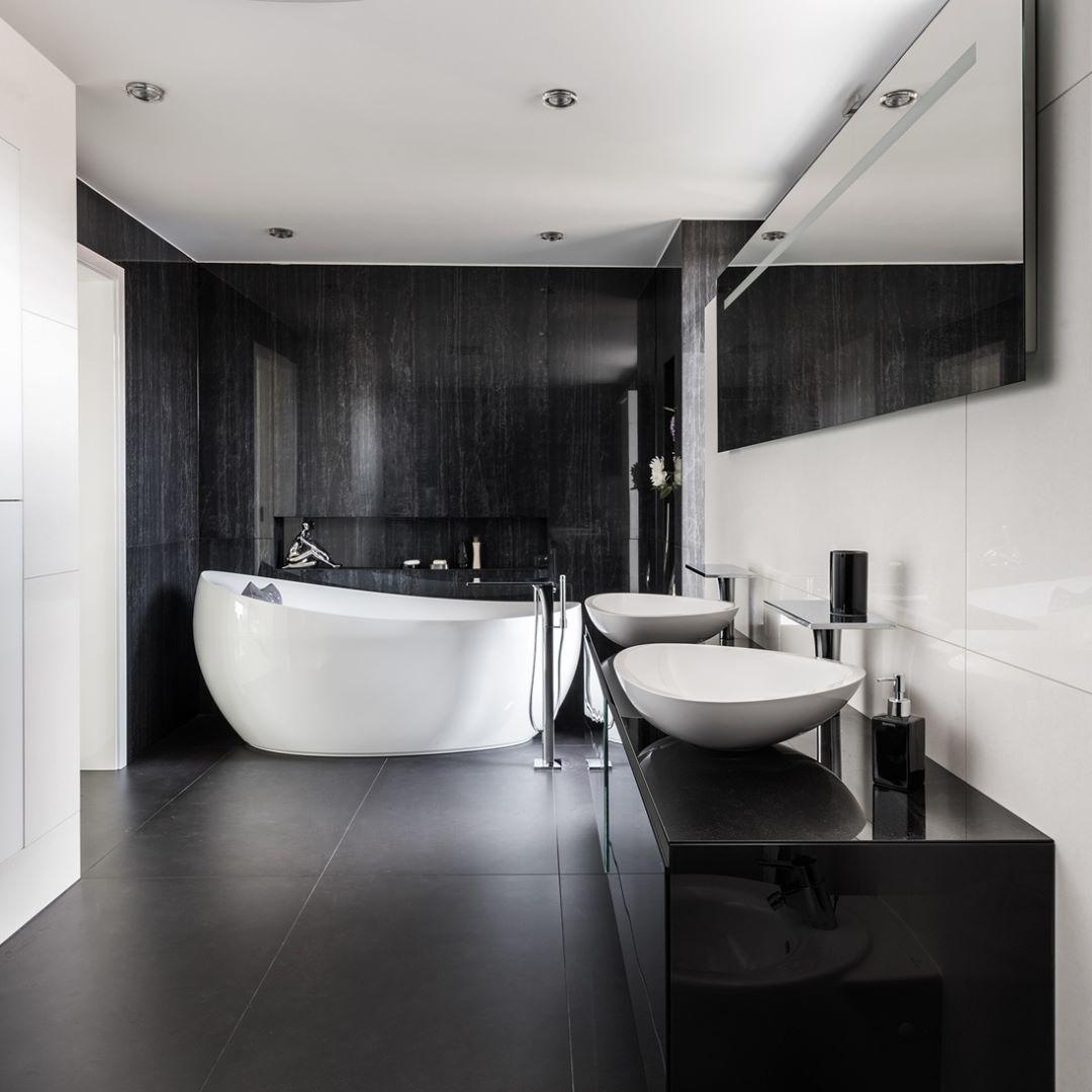 Modern Moderne Contemporain Contemporary Black White Bathroom Homedesign Inspiration Bathroomde Trendy Bathroom Tiles Black Bathroom Modern Bathroom