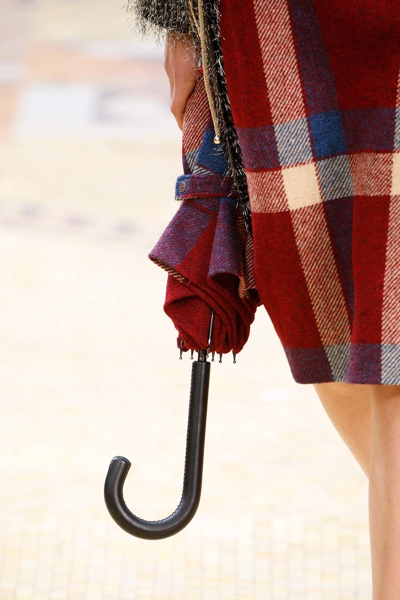 Chanel Fall 2015 Ready-to-Wear Fashion Show - Cara Delevingne