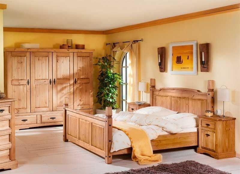 Einladendes Schlafzimmer mit Doppelbett, Nachtkommoden und