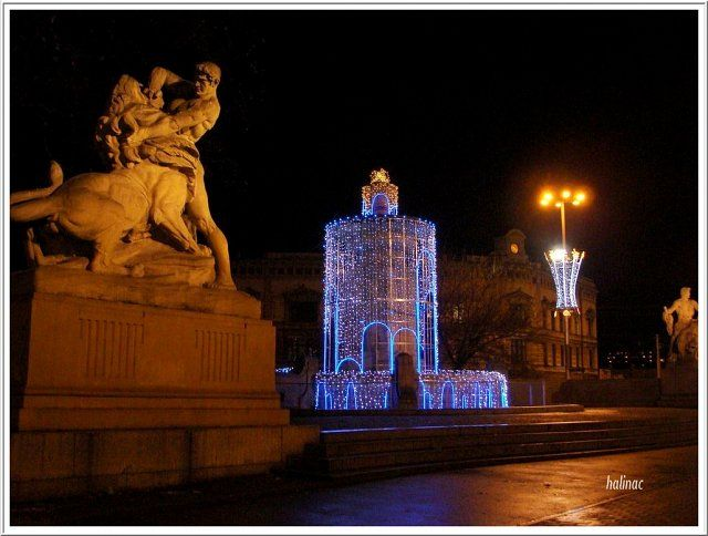 Fontain and monument of Fight and Victory on Jana Pawła II Square / night shoot