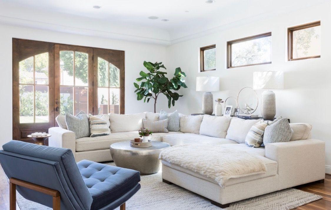 Midcentury Modern Style cozy living room decor with big U ...