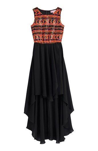 adbe7c1aea73 Ärmlös klänning i stilren design som har aztecmönstrat paljettliv och  elegant kjol som är längre bak