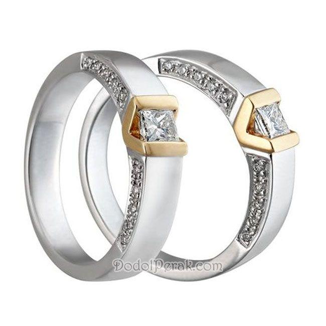 Cincin Kawin Glamako Cincin Kawin Dengan Desain Yang Simple Namun Terlihat Mewah Dan Glamor Dengan Dihiasi Sebuah Permata Kotak Di Te Cincin Kawin Cincin Perak