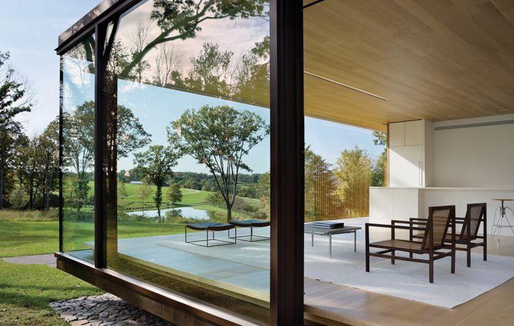 Große Panoramafenster Statt Außenwände Wohnzimmer Holzboden  Deckenverkleidung