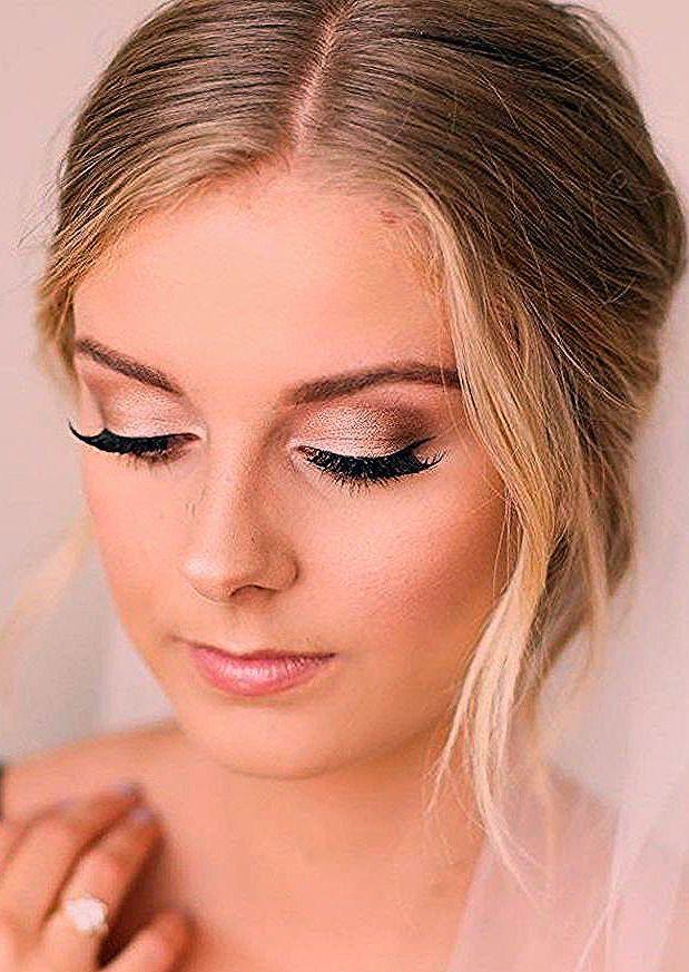 Photo of hochzeit schminke in gold, blonde haare, ehering mit stein, fetliches make up – Frisuren Damen