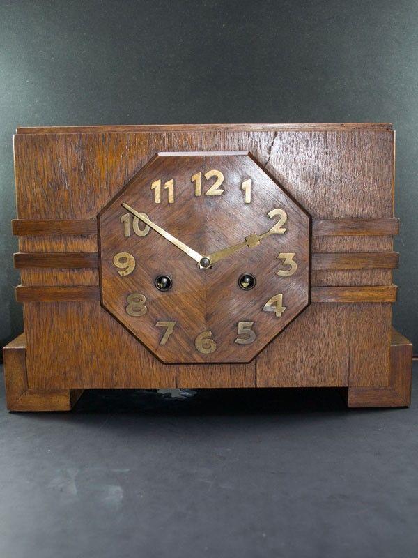 Pendule Haagse School 1920 Typisch voorbeeld van een Art Deco pendule uit de Haagse School uit de jaren '20 van de vorige eeuw. Klok is in mooie staat. 8-daags uurwerk en slagwerk op een gong.