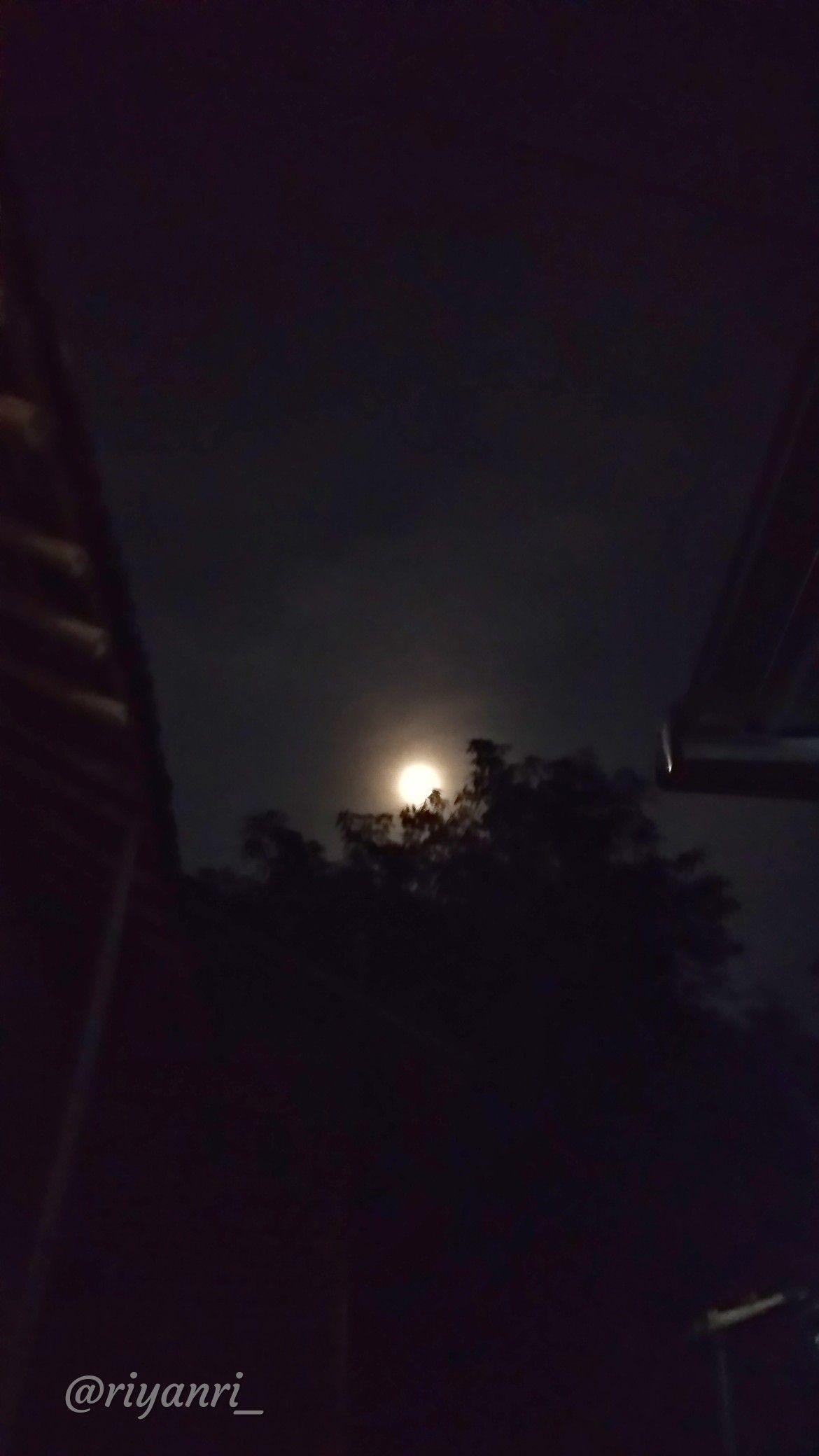 Bulan Di Malam Hari Foto Langit Malam Malam Langit Malam