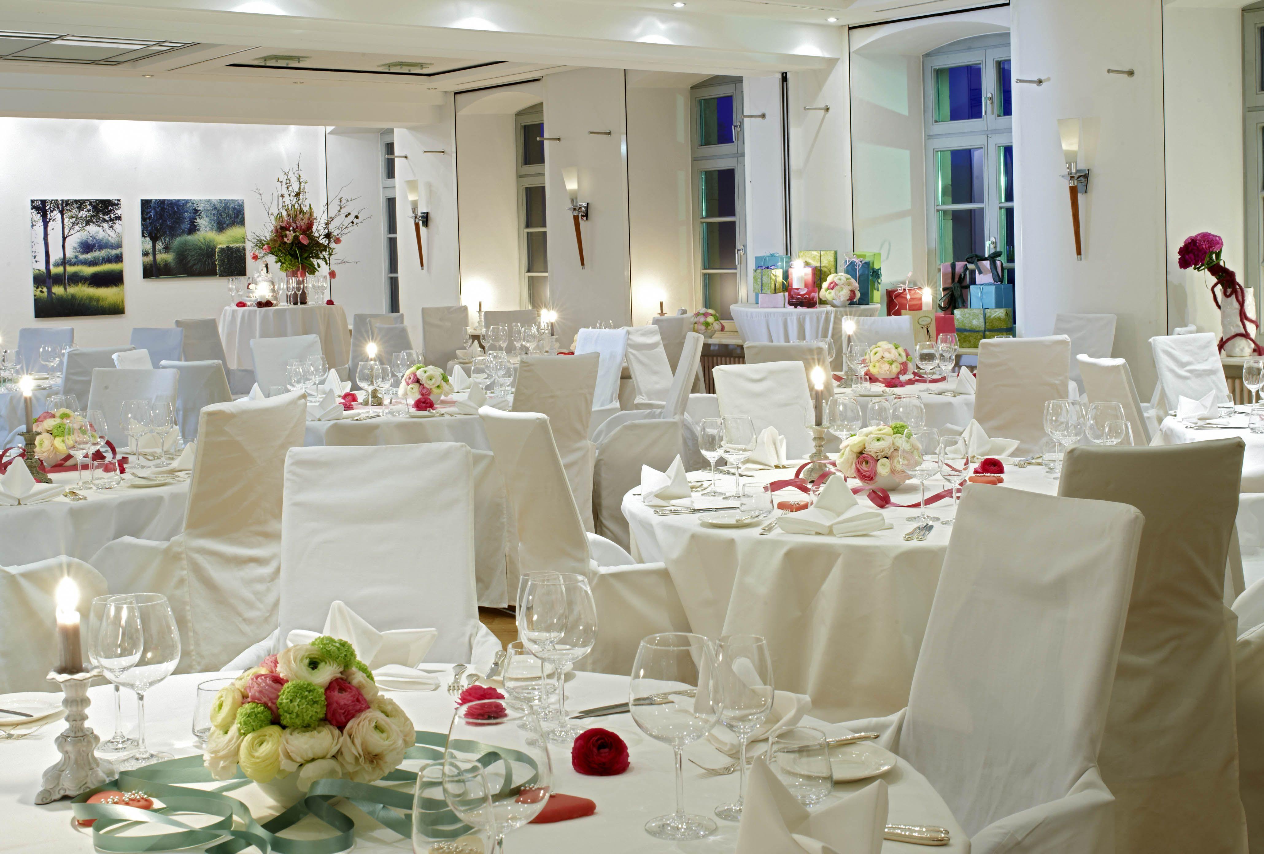 Festsaal hochzeit mit dekoration hotel kloster hornbach for Dekoration hochzeit