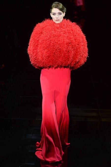Well, that's an idea to combat the cold weather this winter ! | #Armani Privé Fall 2014 Couture