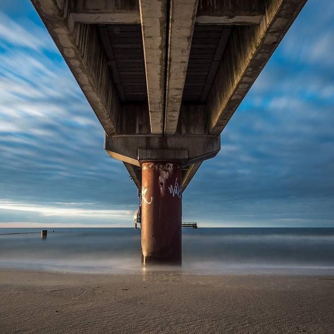 A different perspective. Danke @olivernieschulz für diesen Perspektivwechsel.   Tagt Eure besten Strand- und Inselfotos mit #lanautique. Wir veröffentlichen täglich unsere Favoriten. Ahoi! ------------------------ #nordsee #ostsee #küste #meer #urlaub #insel #amrum #wangerooge #juist #borkum #rügen #fehmarn #sanktpeterording #baltrum #norderney #sylt #föhr #langeoog #sonnenuntergang #sonne #strand #zingst #seebrücke | #meer #mode #küste #nordsee #ostsee