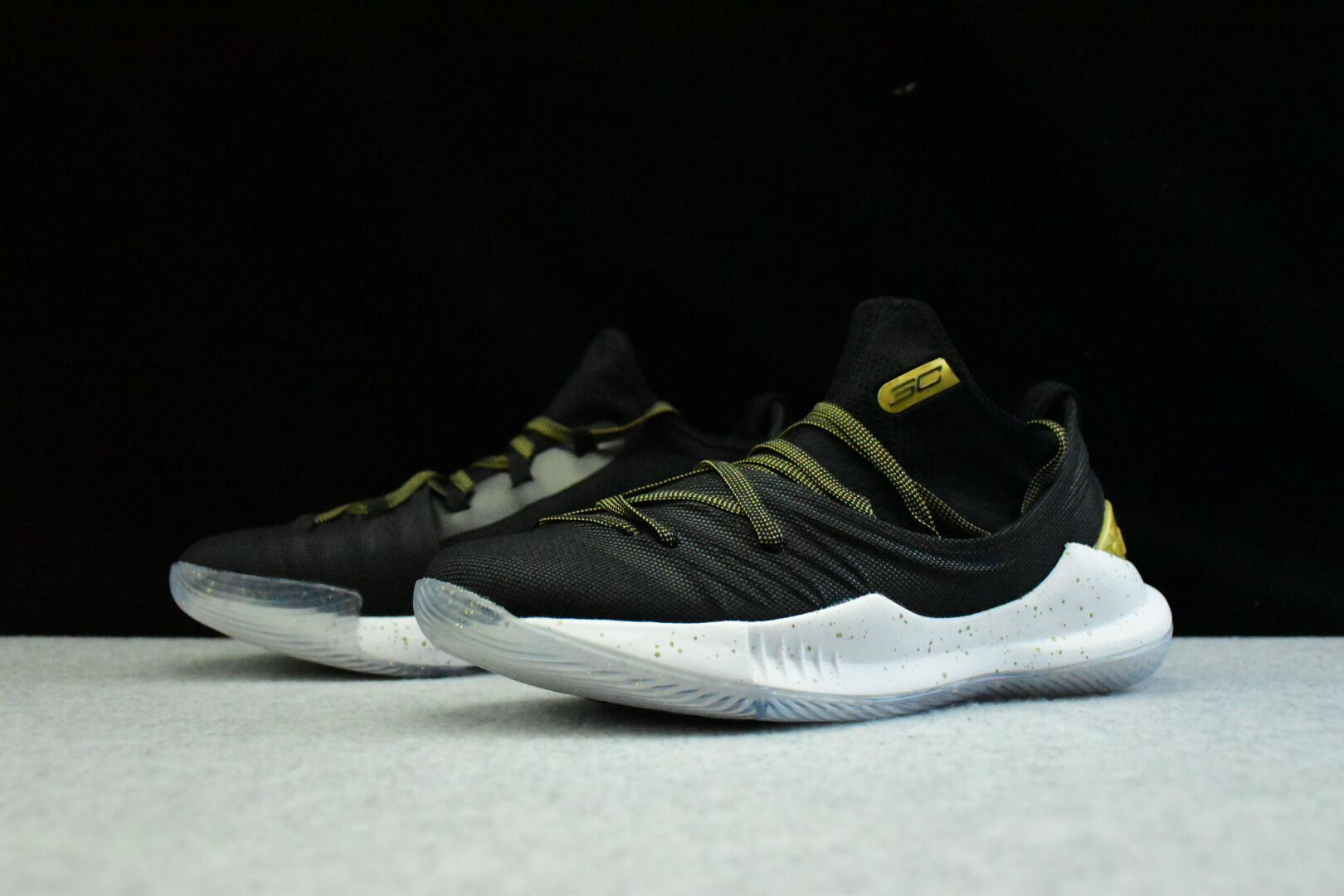 """5a42abbc UA Curry 5 """"Championship Pack"""" Black/Gold 