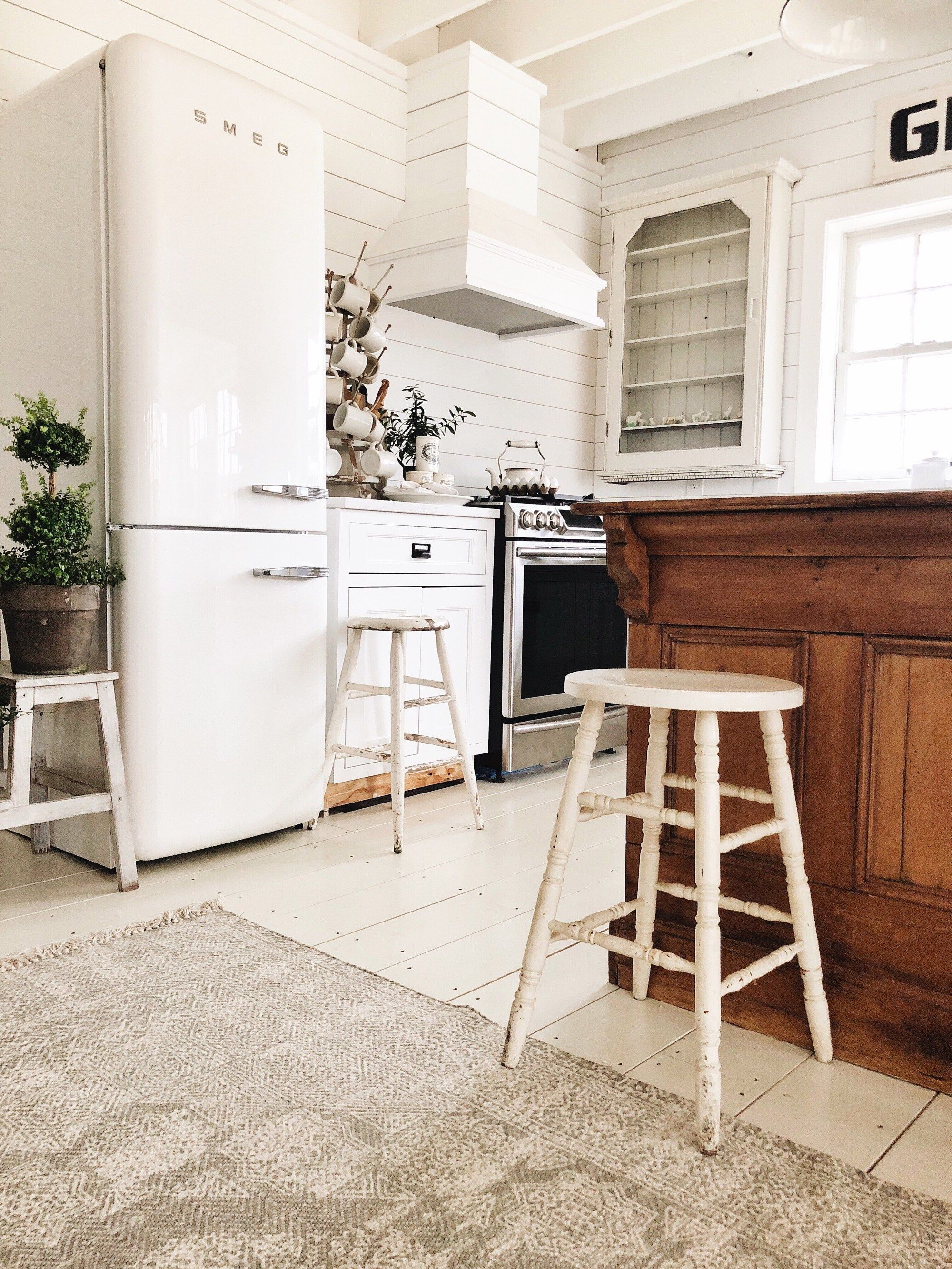 OUR FRIDGE IS IN!! Smeg Refrigerator Review Country