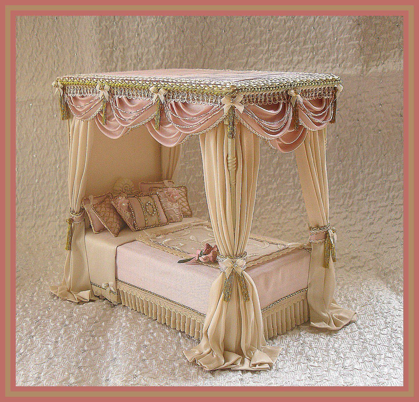 Silk four poster dollhouse bed dollshouse letti pinterest doll furniture barbie house e - Mobili stile vittoriano ...