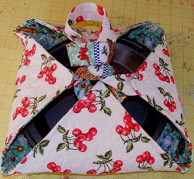 karens crafty world: Tutorial: Quilted Casserole Carrier in 6 easy steps.