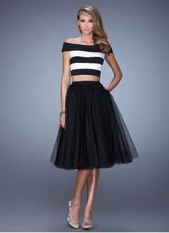 A-Line/Princess Off-the-Shoulder Knee-Length Tulle Jersey Cocktail Dress With Ruffle