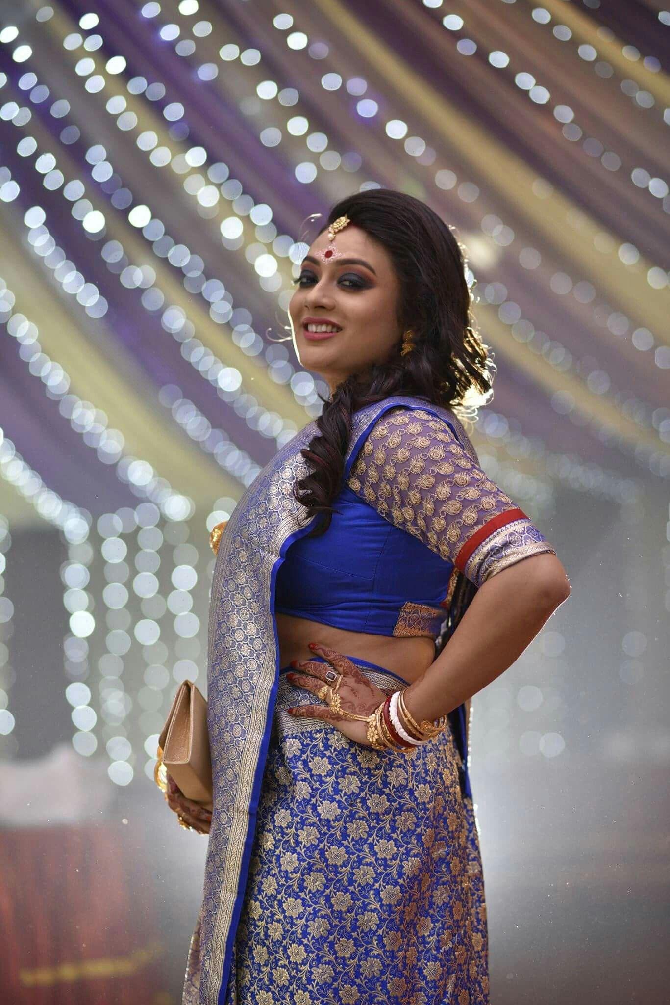 A simple yet elegant Bengali wedding reception look in 2019