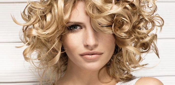 Стрижки на средние кудрявые волосы