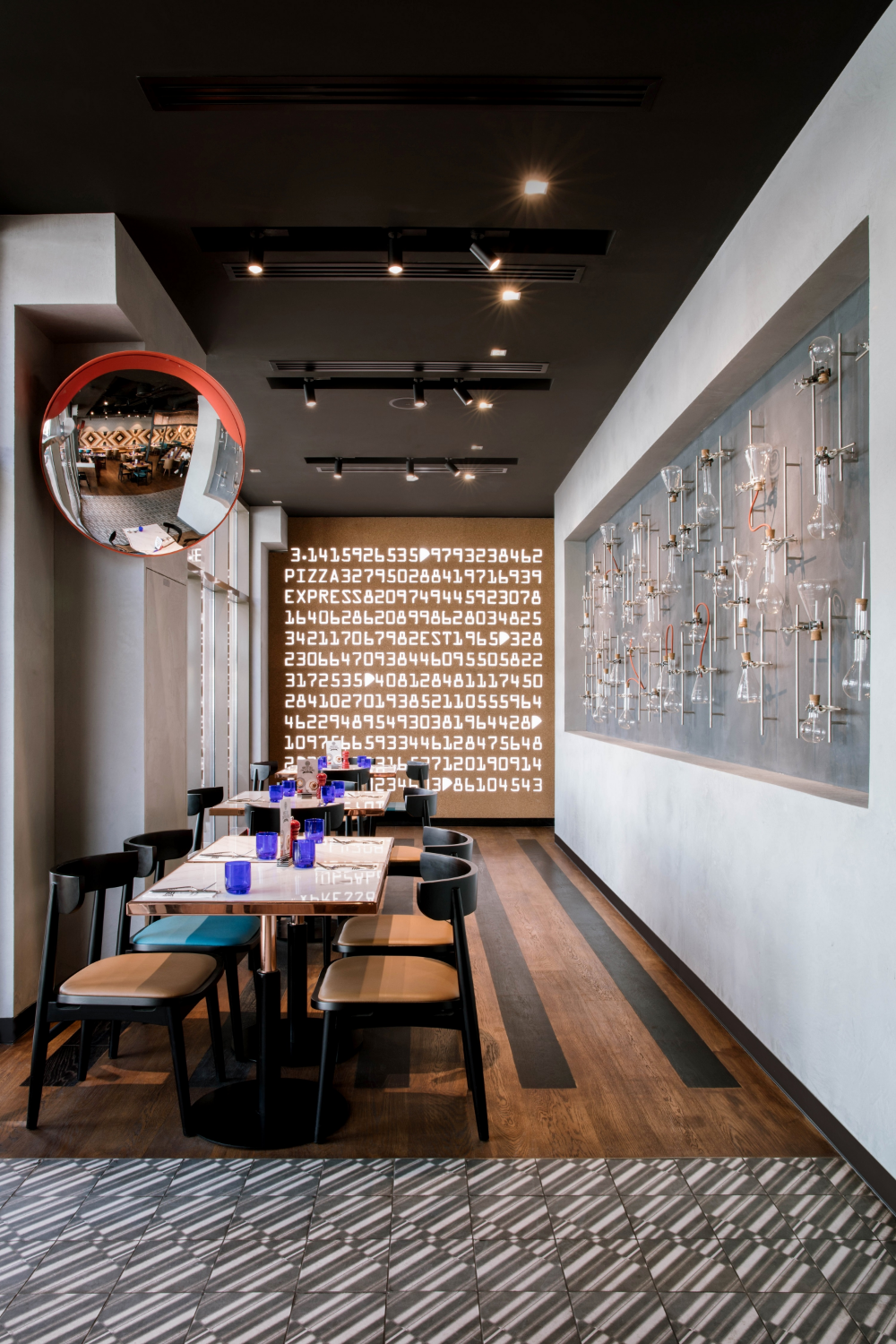 H2r Designs Education Themed Pizza Express In Sharjah S University