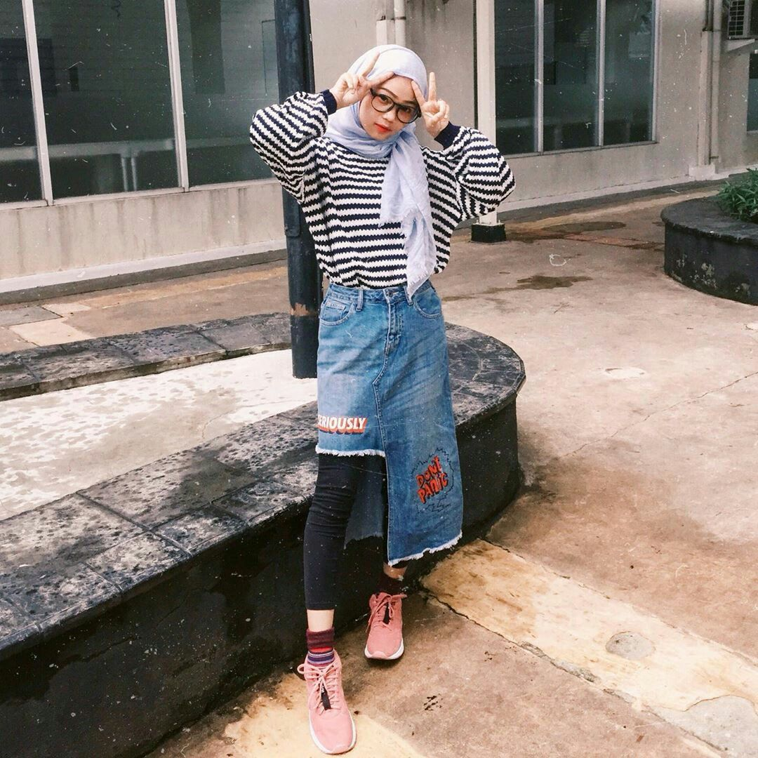 Ootd Casual Hijab Outfit Style Jogger Pants Tshirt Denim