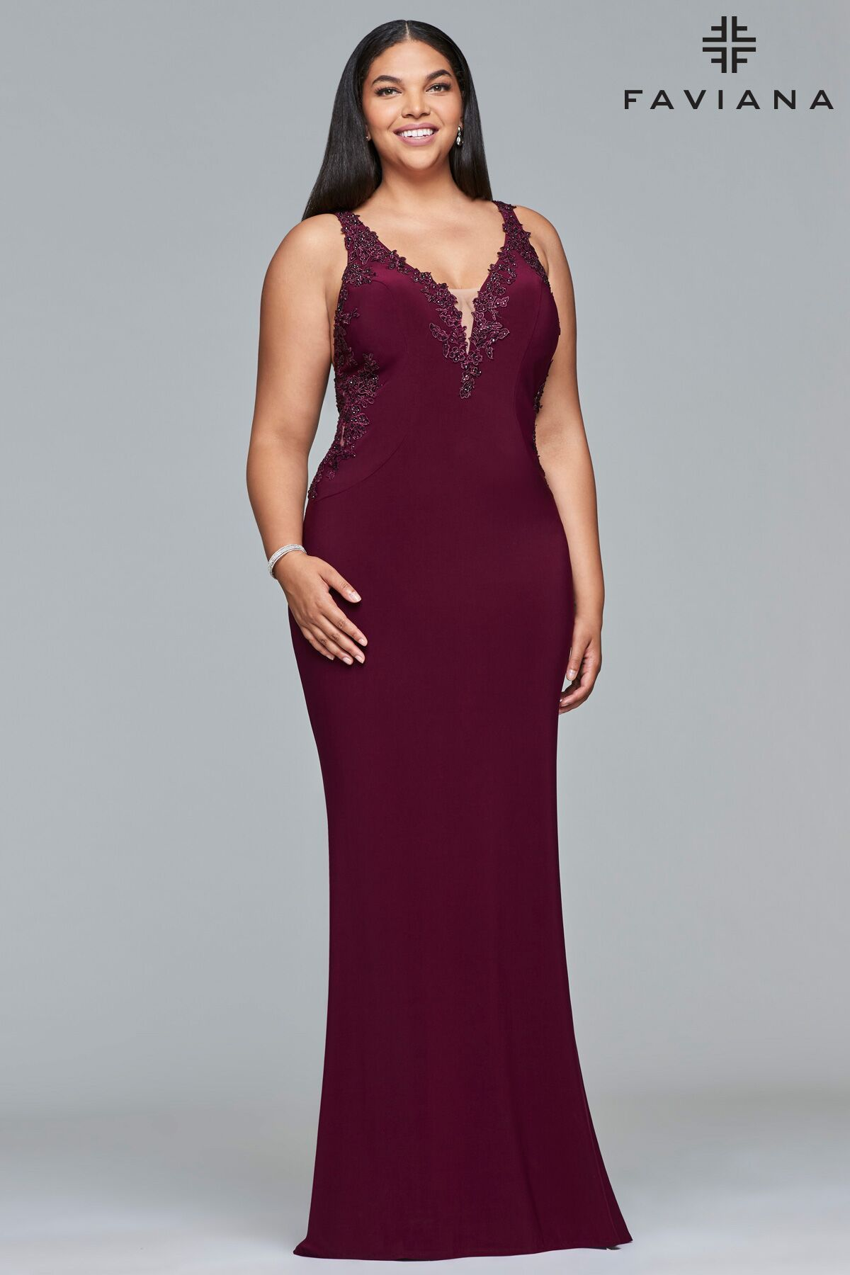 9ecae02c144 Faviana style 9432 is simple and  elegant. This  stretch  jersey  dress  features a v-neck with  lace  applique and a key hole back.