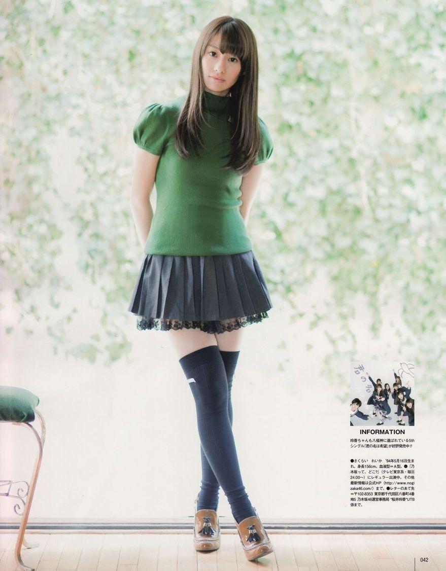 ミニスカート姿の桜井玲香さん