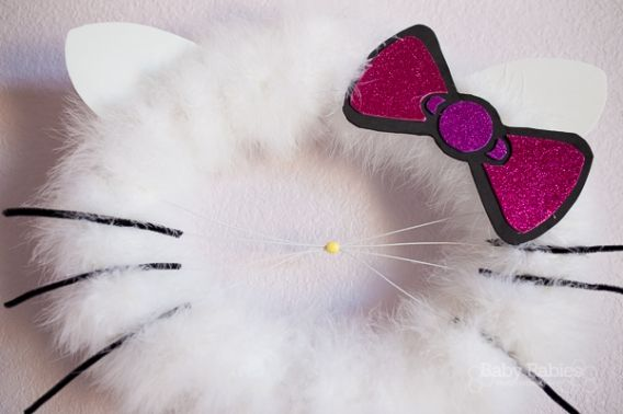 How to make a Hello Kitty inspired wreath! Post includes printable templates for ears and bow, making this a super easy project!   BabyRabies.com