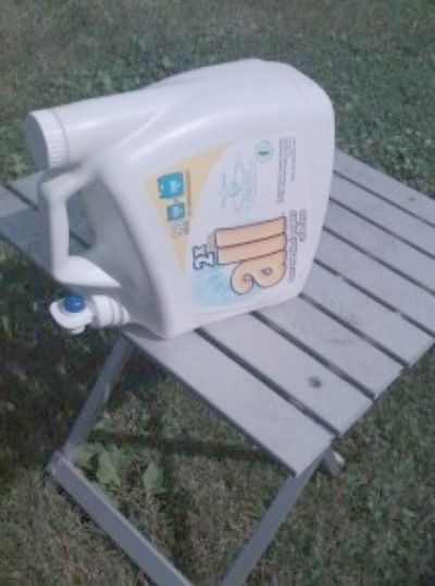 Photo of Save your old laundry detergent container and fill it with water. Great to use f…