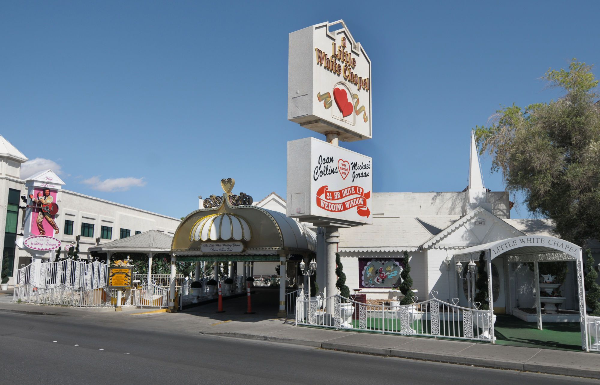 The Little White Wedding Chapel Is A Clic Insution In Row Area Of Vegas Strip