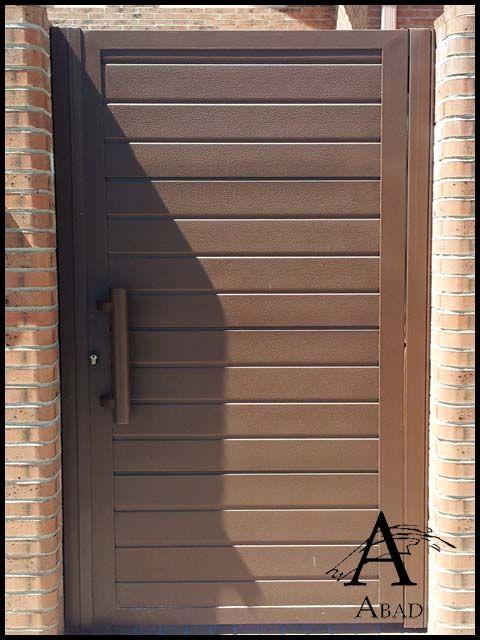 La puerta met lica de entrada a su vivienda o cancela for Puerta entrada vivienda