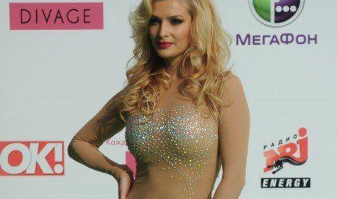 Равианна явилась в прозрачном платье фото 131-767