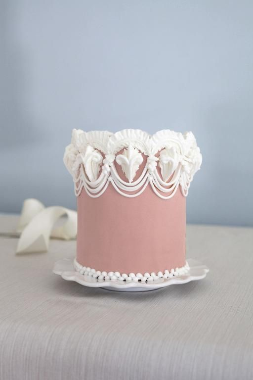 The Professional Cake Decorating Techniques You Must Know Lace Cakes And Royal Icing