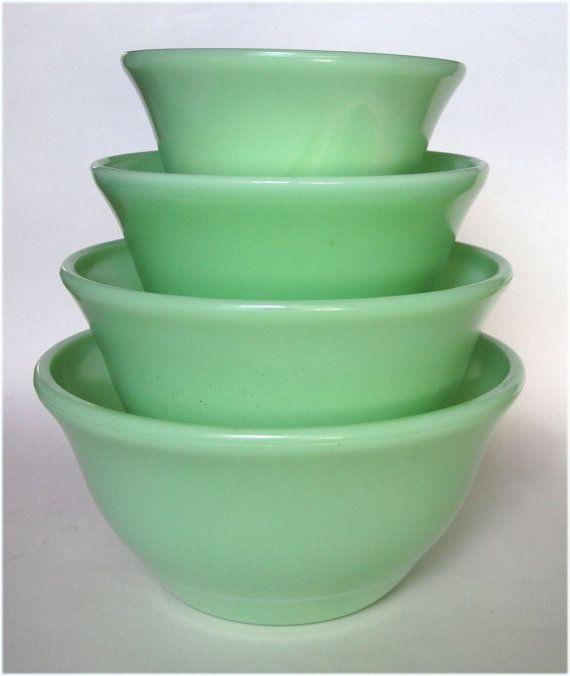 Jadite display McKee Glass Jadite Green Mixing Bowls