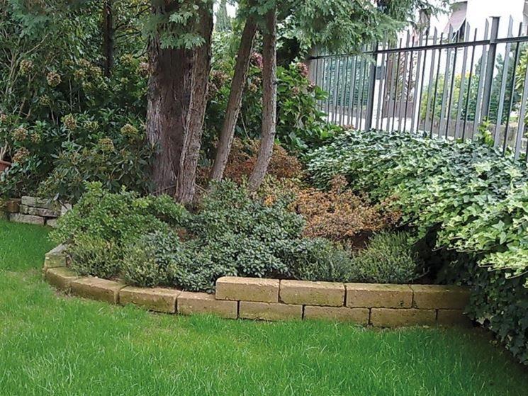 Risultati immagini per mattoncini per aiuole garden for Bordure per aiuole fai da te